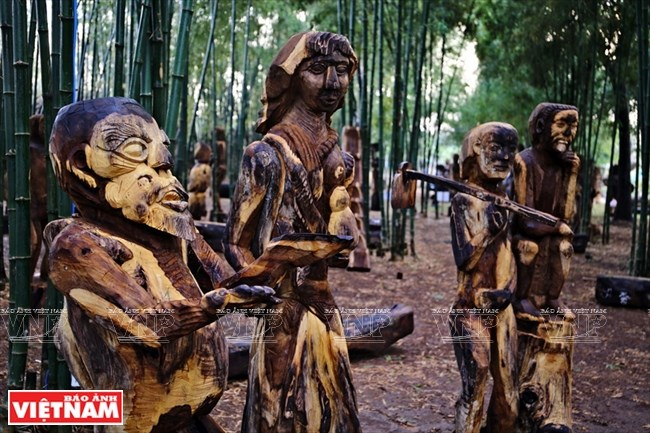 The wooden statues of the Central Highlands
