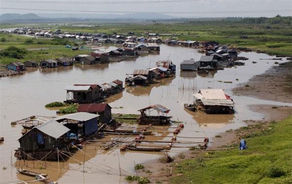 Village pollutes river, illegal fishing, Vietnam economy, Vietnamnet bridge, English news about Vietnam, Vietnam news, news about Vietnam, English news, Vietnamnet news, latest news on Vietnam, Vietnam