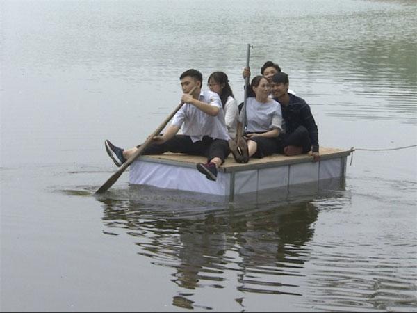 Students, design, lifesaving bed, flood, Vietnam economy, Vietnamnet bridge, English news about Vietnam, Vietnam news, news about Vietnam, English news, Vietnamnet news, latest news on Vietnam, Vietnam