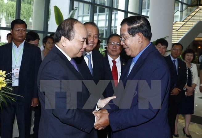 Vietnamese, Cambodian PMs discuss cooperation measures