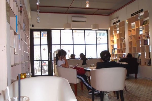 A café for book enthusiasts in Saigon