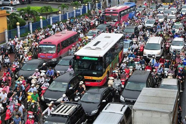 HCMC: Cars banned from roads to make way for underground cable work