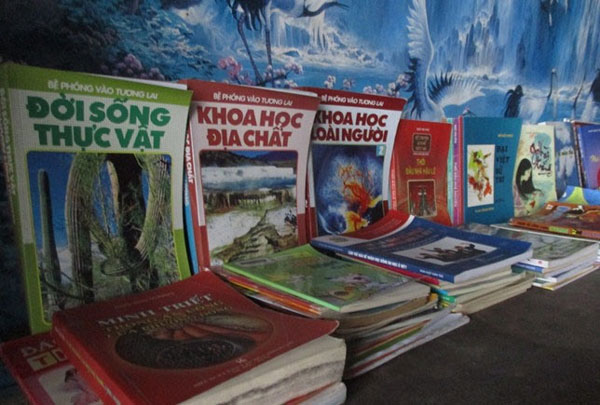Own village library, reading habit, free 'home library', Vietnam economy, Vietnamnet bridge, English news about Vietnam, Vietnam news, news about Vietnam, English news, Vietnamnet news, latest news on Vietnam, Vietnam