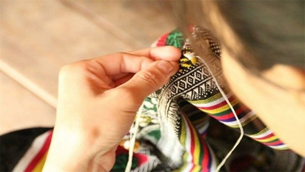 Workshop with Thai ethnic hand embroidery master