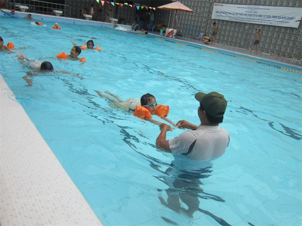 HCM City children learning to swim, not sink