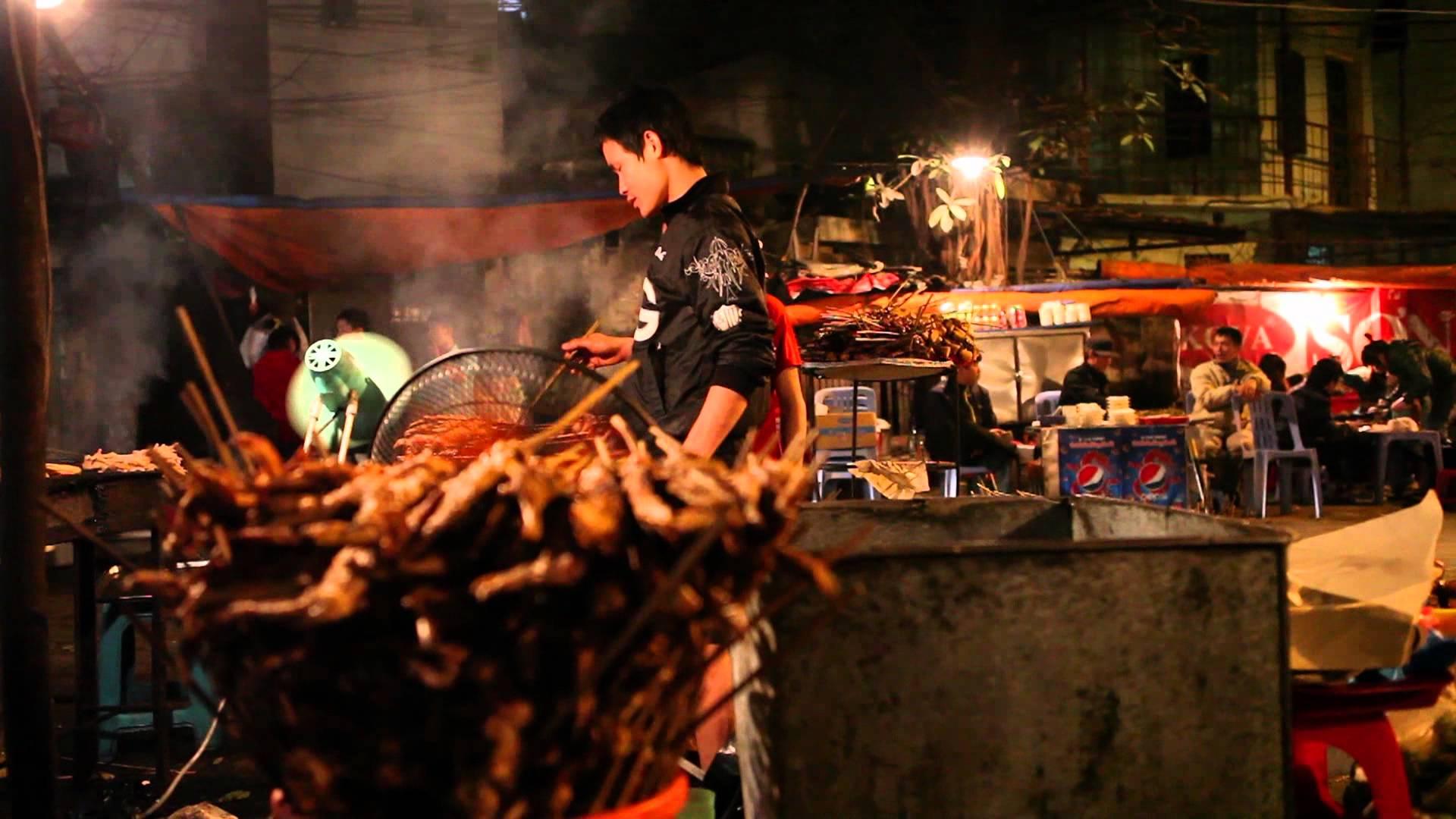 Five food streets in Hanoi