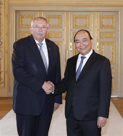 PM Nguyen Xuan Phuc meets with leaders of Hessen & Rheinland-Pfalz states