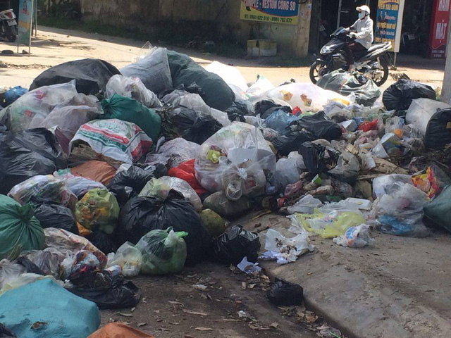 Town filled with rubbish as dumping site overloaded, Vietnam environment, climate change in Vietnam, Vietnam weather, Vietnam climate, pollution in Vietnam, environmental news, sci-tech news, vietnamnet bridge, english news, Vietnam news, news Vietnam, vi
