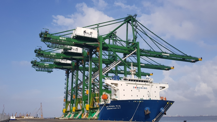 'Made in Vietnam' cargo container cranes arrive at India, VN-Index up on investor confidence, Cam Ranh airport service company to launch IPO on July 12, HFIC to become investor of HCM financial centre