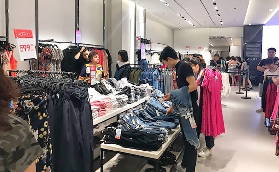 Fever of foreign fashion in HCMC outlets, vietnam economy, business news, vn news, vietnamnet bridge, english news, Vietnam news, news Vietnam, vietnamnet news, vn news, Vietnam net news, Vietnam latest news, Vietnam breaking news