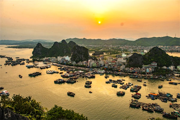 Resorts in protected bay of Bai Tu Long to be axed