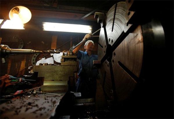 Japanese companies, raise retirement age, rising social welfare bill