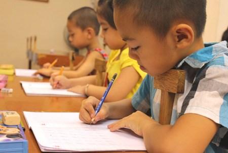 Teachers, parents debate merits of teaching reading to kids under six