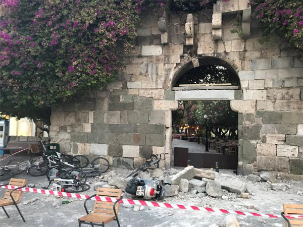 Strong quake off Turkish and Greek coasts kills two, injures scores