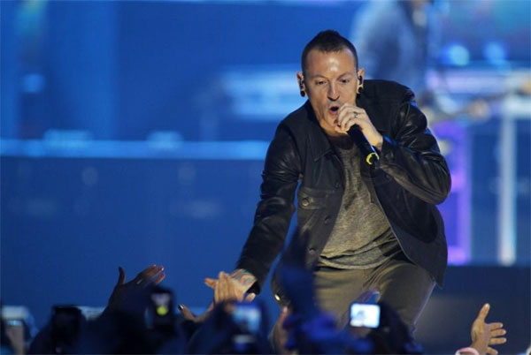 Linkin Park singer Chester Bennington dead in apparent suicide: coroner