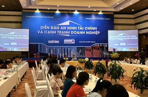 Experts discuss VN's financial security
