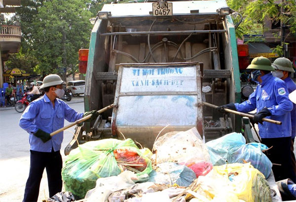 Overloaded landfill dumps misery on Sam Son residents