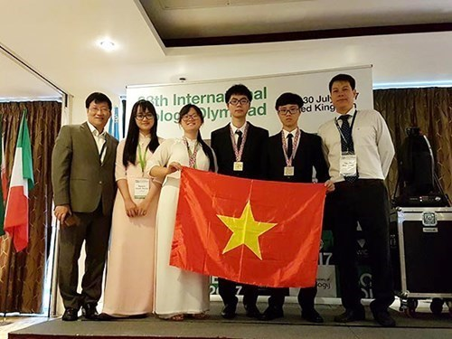 Vietnamese students win medals at 28th Int'l Biology Olympiad