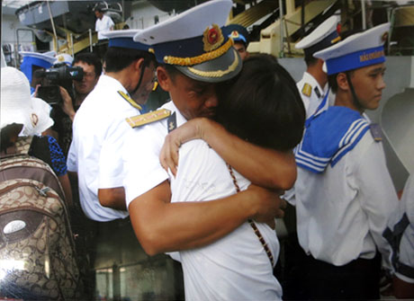 Ship of love from mainlanders to Truong Sa soldiers