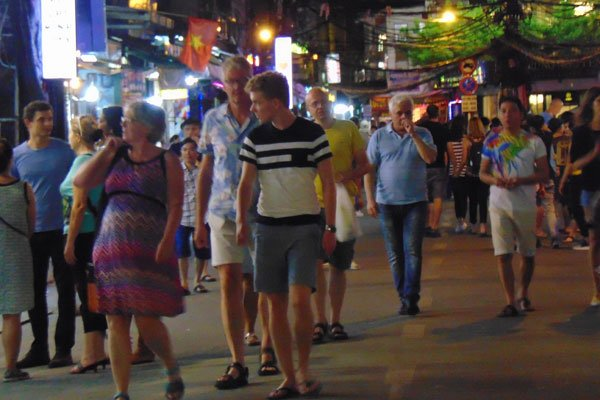 A bustling sight at backpacker's pedestrian street on weekend, travel news, Vietnam guide, Vietnam airlines, Vietnam tour, tour Vietnam, Hanoi, ho chi minh city, Saigon, travelling to Vietnam, Vietnam travelling, Vietnam travel, vn news