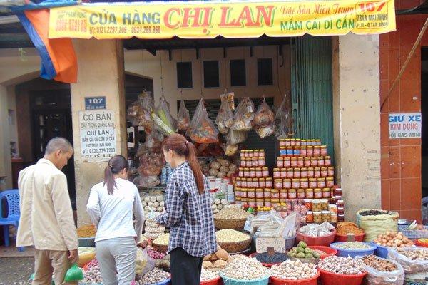 Ba Hoa Market – a venue for birds of a feather, travel news, Vietnam guide, Vietnam airlines, Vietnam tour, tour Vietnam, Hanoi, ho chi minh city, Saigon, travelling to Vietnam, Vietnam travelling, Vietnam travel, vn news