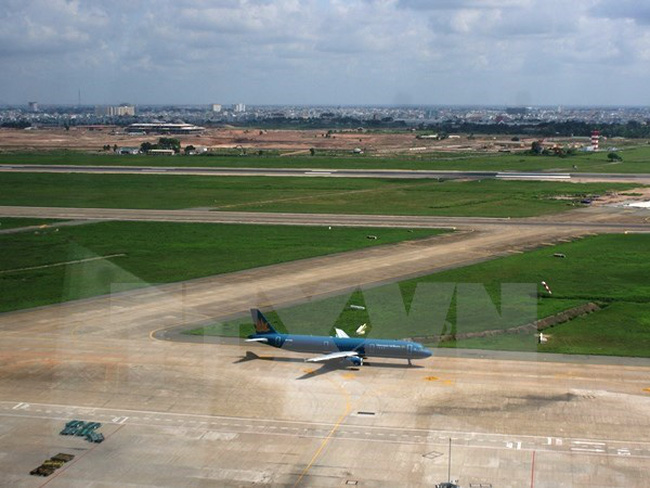 Phan Thiet Airport to lengthen runway, Tien Giang collects toll fees on new bypass, Japanese tourists plant mangroves in Can Gio, Vietnam responds to World Breastfeeding Week 2017