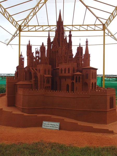 Exquisite, intricate sculptures made from Viet Nam's red sand