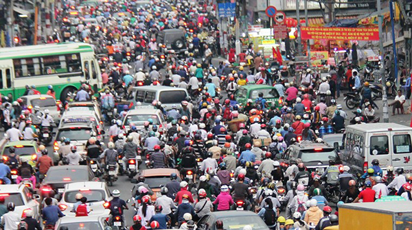 HCMC might ban vans in daytime to ease traffic jam, Police arrest three human traffickers, Vietnam steps up preparations for level-2 field hospital deployment, Hokkaido Governor looks to strengthen economic ties with Vietnam