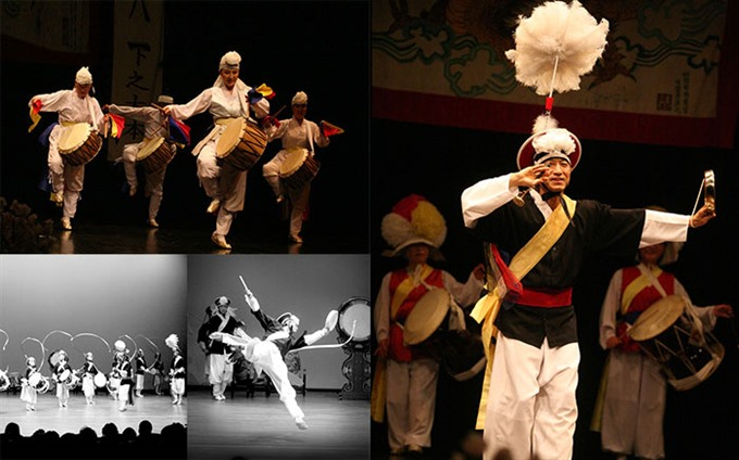 Performance of traditional Korean art in Hanoi