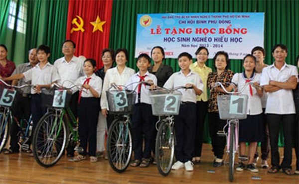 Le Van Thai, gifts to students, bikes, Vietnam economy, Vietnamnet bridge, English news about Vietnam, Vietnam news, news about Vietnam, English news, Vietnamnet news, latest news on Vietnam, Vietnam