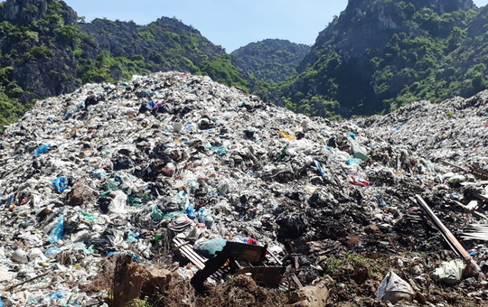 Huge landfill pollutes Sam Son Beach, Vietnam environment, climate change in Vietnam, Vietnam weather, Vietnam climate, pollution in Vietnam, environmental news, sci-tech news, vietnamnet bridge, english news, Vietnam news, news Vietnam, vietnamnet news,