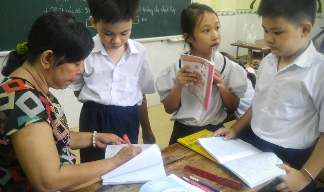 Teaching kids who can't afford schooling, social news, vietnamnet bridge, english news, Vietnam news, news Vietnam, vietnamnet news, Vietnam net news, Vietnam latest news, vn news, Vietnam breaking news