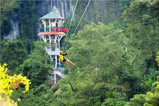 Quang Binh agrees to record-breaking zip line  , travel news, Vietnam guide, Vietnam airlines, Vietnam tour, tour Vietnam, Hanoi, ho chi minh city, Saigon, travelling to Vietnam, Vietnam travelling, Vietnam travel, vn news