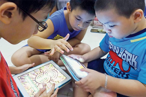 Excessive Smartphone Use By Kids Can Cause Tics News Vietnamnet