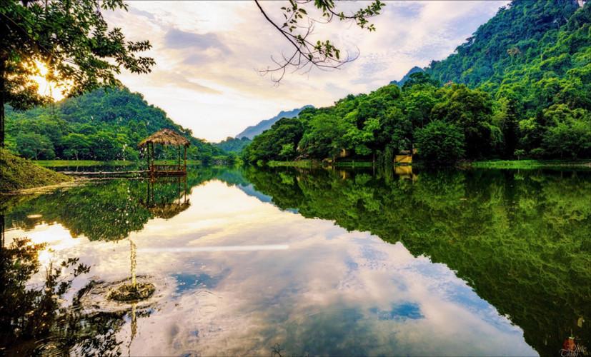 Photo contest captures romantic lakes across Vietnam, travel news, Vietnam guide, Vietnam airlines, Vietnam tour, tour Vietnam, Hanoi, ho chi minh city, Saigon, travelling to Vietnam, Vietnam travelling, Vietnam travel, vn news