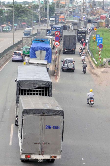 HCM City, mini-truck ban, severe traffic jams, Vietnam economy, Vietnamnet bridge, English news about Vietnam, Vietnam news, news about Vietnam, English news, Vietnamnet news, latest news on Vietnam, Vietnam
