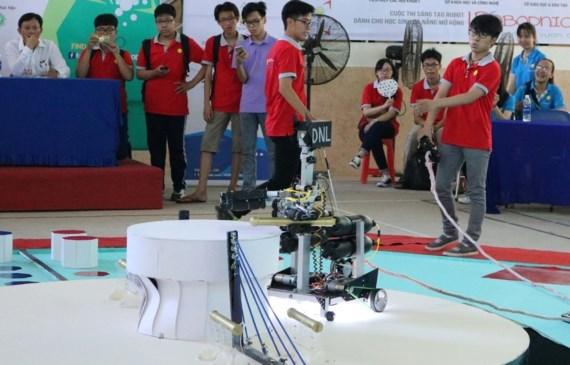 Open high school robotics competition in Da Nang , Vietnam education, Vietnam higher education, Vietnam vocational training, Vietnam students, Vietnam children, Vietnam education reform, vietnamnet bridge, english news, Vietnam news, news Vietnam, vietnam