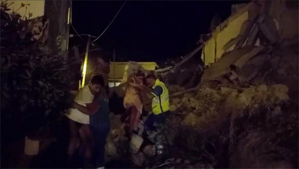 Earthquake, Italian holiday island, collapsing buildings