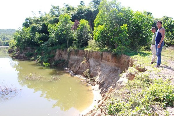 Locals monitor illegal sand mining