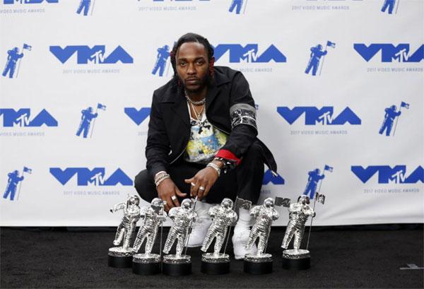 VMA show, Kendrick Lamar, win big