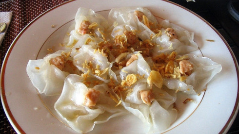 Tasting delicious white rose cake in Hoi An, travel news, Vietnam guide, Vietnam airlines, Vietnam tour, tour Vietnam, Hanoi, ho chi minh city, Saigon, travelling to Vietnam, Vietnam travelling, Vietnam travel, vn news