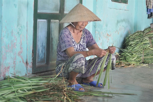 Hue City, conical hats, traditional crafts, Vietnam economy, Vietnamnet bridge, English news about Vietnam, Vietnam news, news about Vietnam, English news, Vietnamnet news, latest news on Vietnam, Vietnam