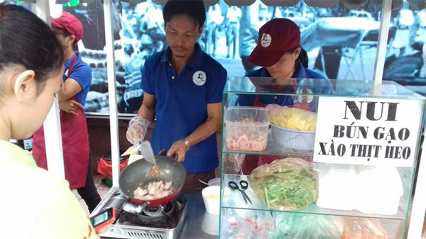 HCM City, 'food street', local vendors, Vietnam economy, Vietnamnet bridge, English news about Vietnam, Vietnam news, news about Vietnam, English news, Vietnamnet news, latest news on Vietnam, Vietnam