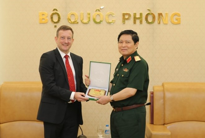 Defence Minister Ngo Xuan Lich receives French ambassador, Government news, Vietnam breaking news, politic news, vietnamnet bridge, english news, Vietnam news, news Vietnam, vietnamnet news, Vietnam net news, Vietnam latest news, vn news