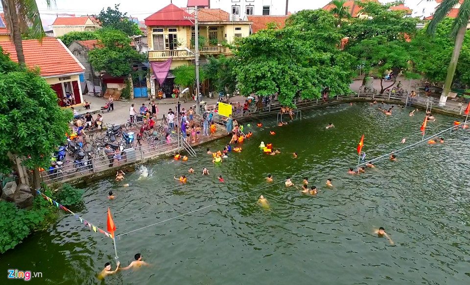 The most exclusive 'free water park' in Hanoi suburbs