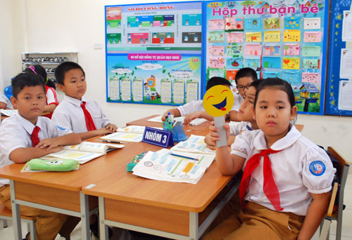 HCM City continues VNEN, other provinces reject teaching model