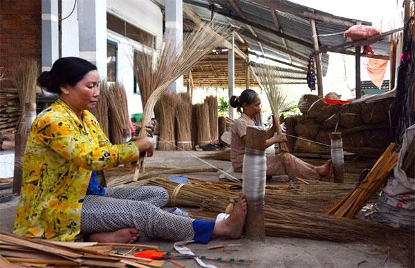 Traditional craft villages, struggle to survive, traditional craft villages, Vietnam economy, Vietnamnet bridge, English news about Vietnam, Vietnam news, news about Vietnam, English news, Vietnamnet news, latest news on Vietnam, Vietnam