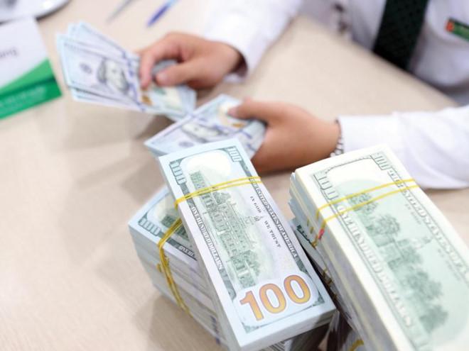 Overseas Remittances Under Downward Pressure Vietnam Economy Business News Vn Vietnamnet