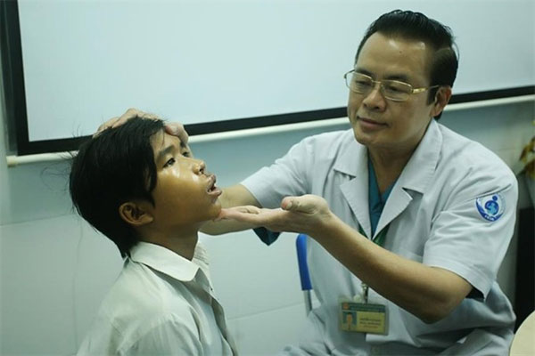 Cleft-repair surgery helps teenage boy find a smile
