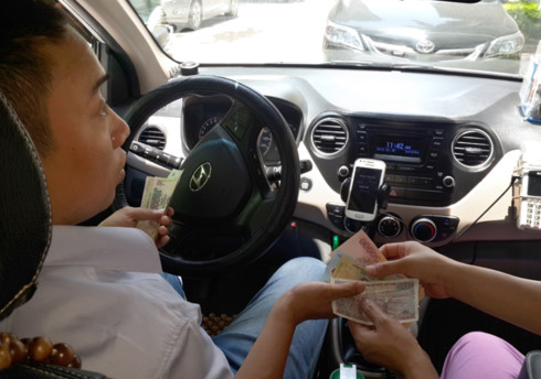 Uber and Grab drivers suddenly up to neck in tax arrears, vietnam economy, business news, vn news, vietnamnet bridge, english news, Vietnam news, news Vietnam, vietnamnet news, vn news, Vietnam net news, Vietnam latest news, Vietnam breaking news